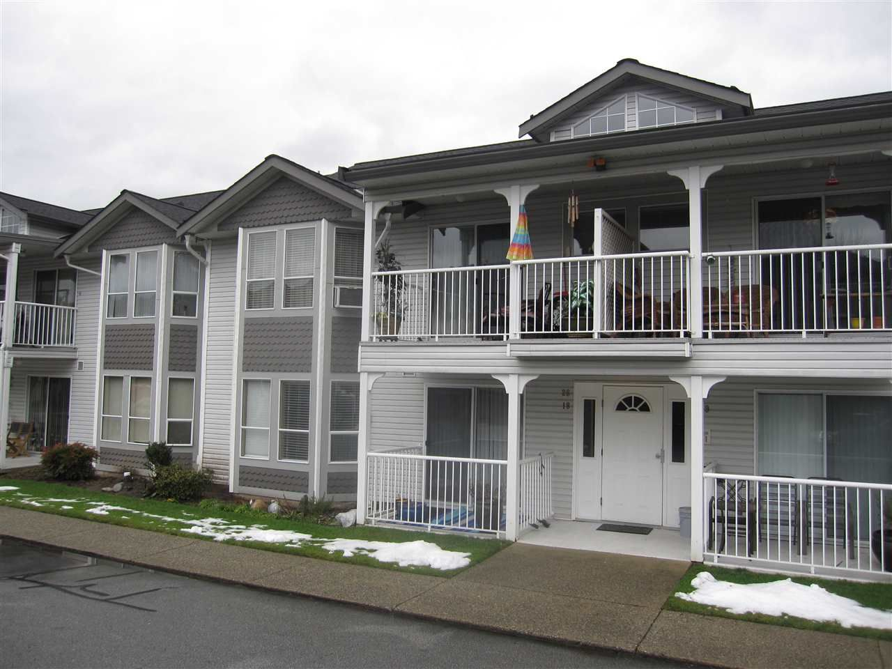 """Photo 1: Photos: 26 12296 224 Street in Maple Ridge: East Central Townhouse for sale in """"The Colonial"""" : MLS®# R2430767"""