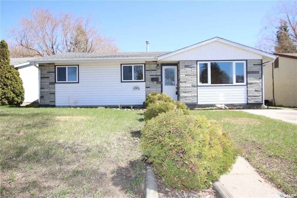 Main Photo: 414 Witney Avenue North in Saskatoon: Mount Royal SA Residential for sale : MLS®# SK852798