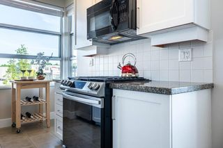 """Photo 12: 613 2655 CRANBERRY Drive in Vancouver: Kitsilano Condo for sale in """"NEW YORKER"""" (Vancouver West)  : MLS®# R2581568"""