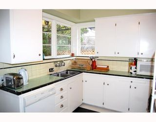 """Photo 3: 829 W 17TH Avenue in Vancouver: Cambie House for sale in """"DOUGLAS PARK"""" (Vancouver West)  : MLS®# V748707"""