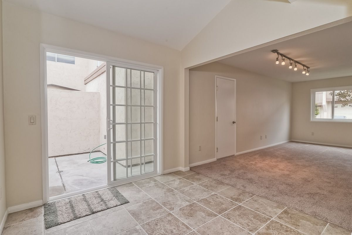 Photo 10: Photos: CLAIREMONT Condo for sale : 3 bedrooms : 5513 Caminito Roberto in San Diego