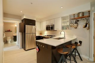 Photo 4: 405 935 W 16TH Street in North Vancouver: Hamilton Condo for sale : MLS®# R2204015