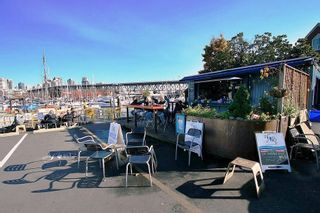 """Photo 29: 1585 MARINER Walk in Vancouver: False Creek Townhouse for sale in """"LAGOONS"""" (Vancouver West)  : MLS®# R2158122"""