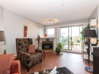 """Photo 5: 406 74 RICHMOND Street in New Westminster: Fraserview NW Condo for sale in """"Governors Court"""" : MLS®# R2407457"""