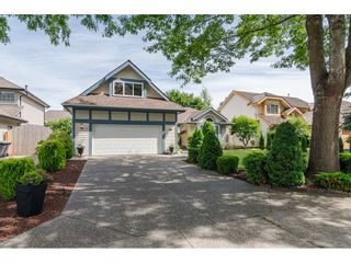 Photo 2: 4618 BENZ Crescent in Langley: Murrayville House for sale : MLS®# R2375927