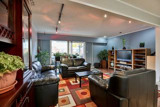 """Photo 7: 85 10760 GUILDFORD Drive in Surrey: Guildford Townhouse for sale in """"Guildford Close"""" (North Surrey)  : MLS®# R2222535"""