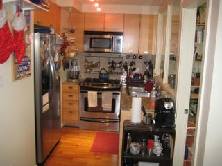 """Photo 2: 206 2483 SPRUCE Street in Vancouver: Fairview VW Condo for sale in """"SKYLINE ON BROADWAY"""" (Vancouver West)  : MLS®# V800976"""