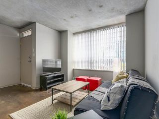 "Photo 2: 905 STATION Street in Vancouver: Mount Pleasant VE Condo for sale in ""LEFT BANK"" (Vancouver East)  : MLS®# R2207266"