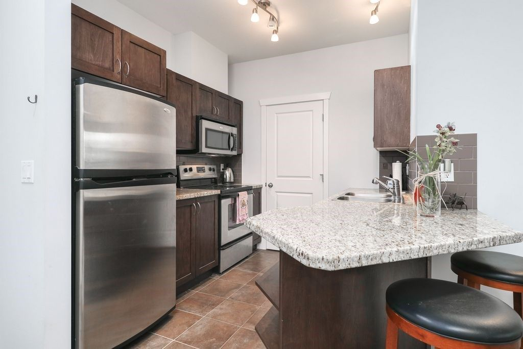"Photo 4: Photos: 305 2336 WHYTE Avenue in Port Coquitlam: Central Pt Coquitlam Condo for sale in ""CENTREPOINTE"" : MLS®# R2252900"