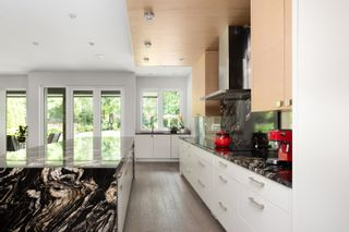 Photo 9: 3850 HILLCREST Avenue in North Vancouver: Edgemont House for sale : MLS®# R2621492