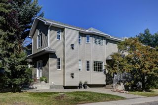 Main Photo: 555 21 Street NW in Calgary: West Hillhurst Detached for sale : MLS®# A1131720