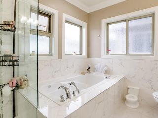"""Photo 10: 21028 76A Avenue in Langley: Willoughby Heights House for sale in """"Yorkson"""" : MLS®# R2387312"""