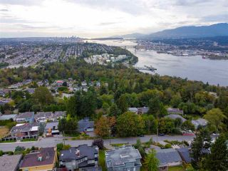 "Photo 6: 301 N HYTHE Avenue in Burnaby: Capitol Hill BN House for sale in ""CAPITOL HILL"" (Burnaby North)  : MLS®# R2531896"