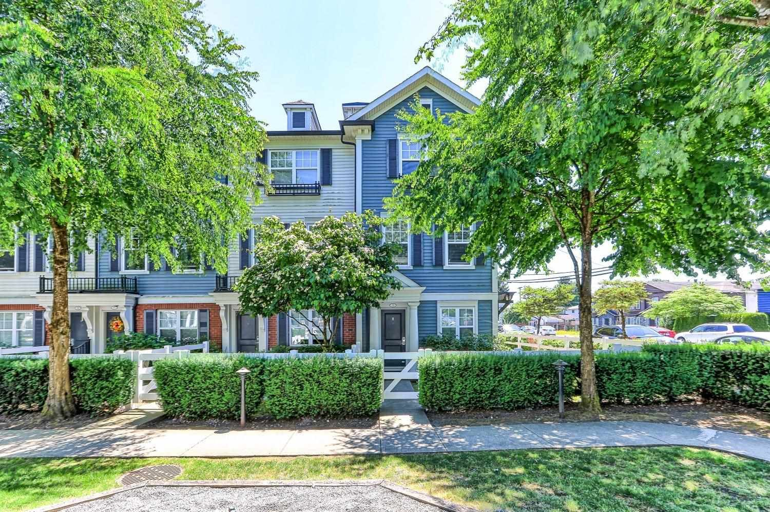 Main Photo: 55 2495 DAVIES Avenue in Port Coquitlam: Central Pt Coquitlam Townhouse for sale : MLS®# R2596322