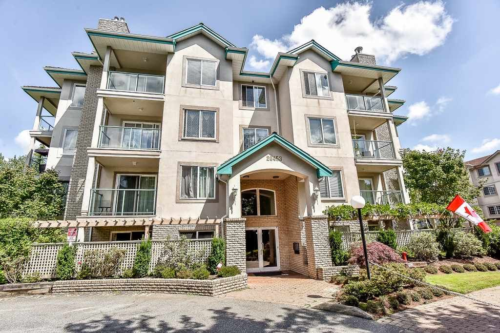 Main Photo: 404 20453 53 Avenue in Langley: Langley City Condo for sale : MLS®# R2186113