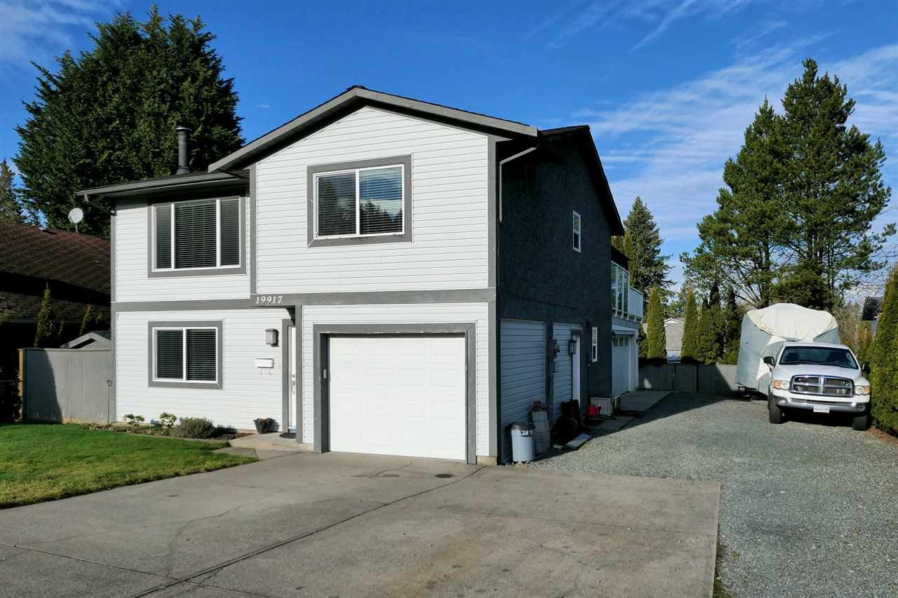 Main Photo: 19917 47A Avenue in Langley: Langley City House for sale : MLS®# R2531023