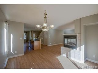 Photo 4: 3229 Ernhill Pl in VICTORIA: La Walfred Row/Townhouse for sale (Langford)  : MLS®# 713582