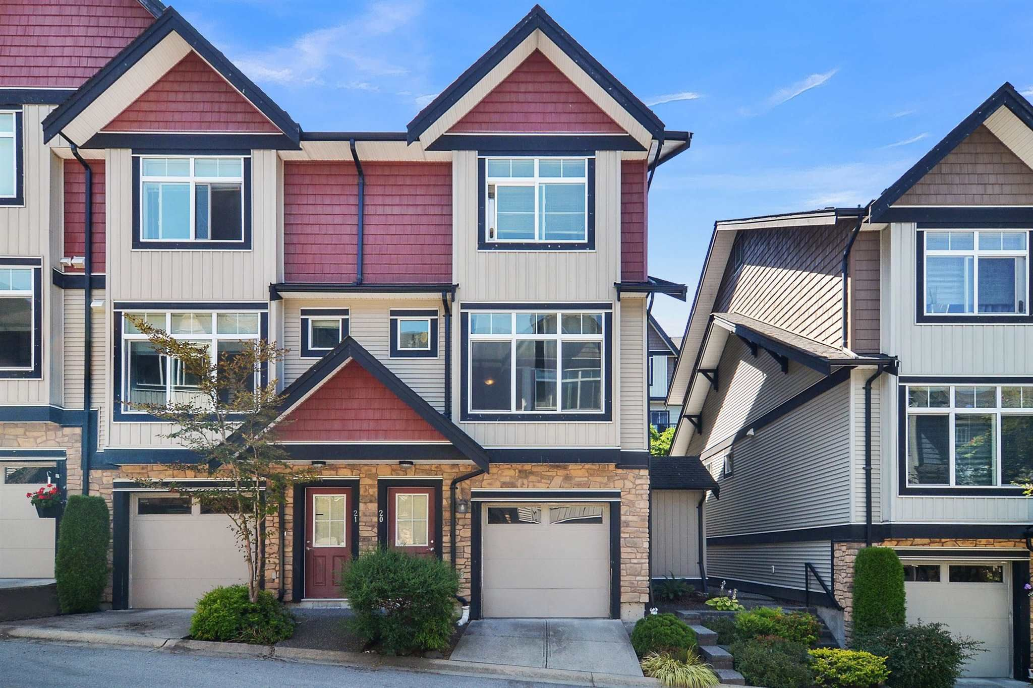 """Main Photo: 20 6299 144 Street in Surrey: Sullivan Station Townhouse for sale in """"ALTURA"""" : MLS®# R2604019"""