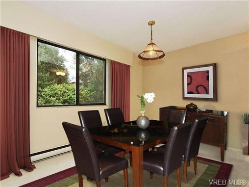 Photo 3: Photos: 204 1325 Harrison St in VICTORIA: Vi Downtown Condo for sale (Victoria)  : MLS®# 664128