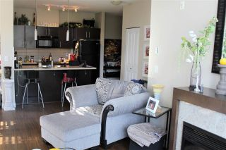 Photo 2: 216 33546 HOLLAND AVENUE in Abbotsford: Central Abbotsford Condo for sale : MLS®# R2180058