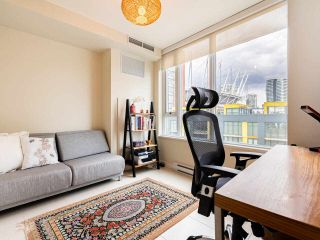 "Photo 17: 806 8 SMITHE Mews in Vancouver: Yaletown Condo for sale in ""FLAGSHIP"" (Vancouver West)  : MLS®# R2549159"
