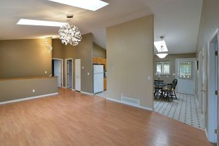 Photo 8: 480 PINE Avenue: Harrison Hot Springs House for sale : MLS®# R2093271
