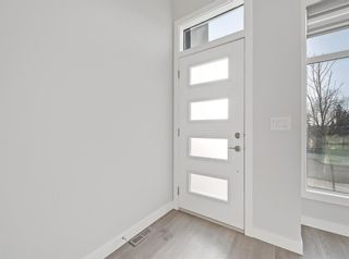 Photo 3: 2806 Edmonton Trail NE in Calgary: Winston Heights/Mountview Row/Townhouse for sale : MLS®# A1089576