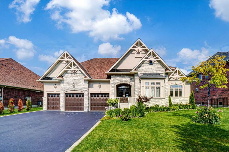 FEATURED LISTING: 15 Country Club Crescent Uxbridge