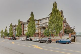 """Photo 2: 440 5660 201A Street in Langley: Langley City Condo for sale in """"Paddington Station"""" : MLS®# R2499578"""