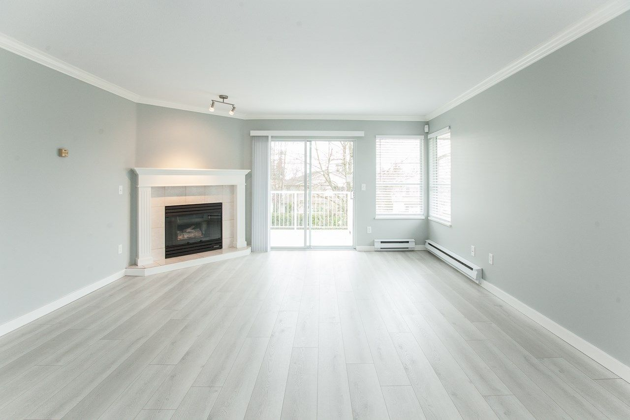 """Photo 8: Photos: 213 16031 82 Avenue in Surrey: Fleetwood Tynehead Townhouse for sale in """"SPRINGFIELD"""" : MLS®# R2450927"""