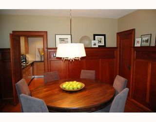 """Photo 4: 556 W 17TH Avenue in Vancouver: Cambie House for sale in """"DOUGLAS PARK"""" (Vancouver West)  : MLS®# V793976"""