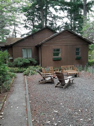 Photo 2: 2904 Leigh Rd in Langford: La Langford Lake House for sale : MLS®# 843794