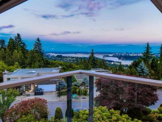 Photo 2: 2582 WESTHILL Close in West Vancouver: Westhill House for sale : MLS®# R2572839