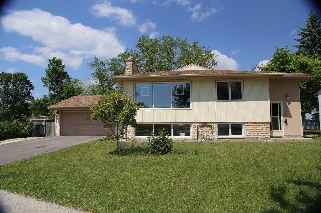 Photo 3: Photos: 105 Athlone Drive in Winnipeg: Grace Hospital Single Family Detached for sale (West Winnipeg)  : MLS®# 1516101
