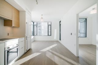 """Photo 7: 701 1688 PULLMAN PORTER Street in Vancouver: Mount Pleasant VE Condo for sale in """"NAVIO AT THE CREEK (SOUTH)"""" (Vancouver East)  : MLS®# R2532164"""