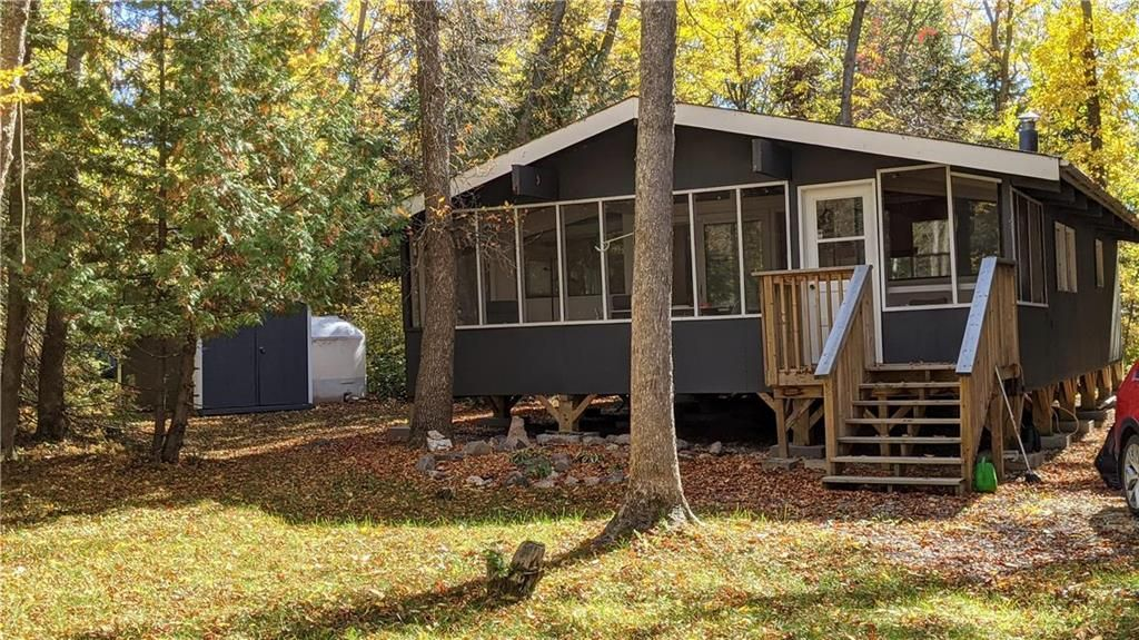Main Photo: 144 Bayview Drive in Grand Marais: Lakeshore Heights Residential for sale (R27)  : MLS®# 202123685