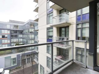 """Photo 9: 554 108 W 1ST Avenue in Vancouver: False Creek Condo for sale in """"OLYMPIC VILLAGE"""" (Vancouver West)  : MLS®# R2437073"""