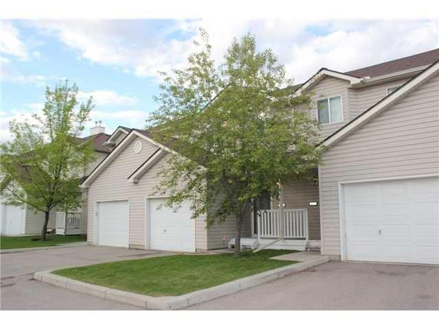 Main Photo: 89 DOUGLAS GLEN Park SE in CALGARY: Douglasglen Townhouse for sale (Calgary)  : MLS®# C3572100
