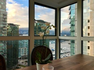 """Photo 2: 2102 1238 MELVILLE Street in Vancouver: Coal Harbour Condo for sale in """"POINT CLAIRE"""" (Vancouver West)  : MLS®# R2144697"""