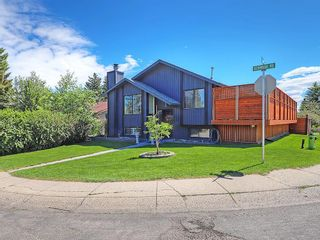 Photo 2: 20 BERMUDA Road NW in Calgary: Beddington Heights House for sale : MLS®# C4190847