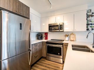 "Photo 6: 507 2525 CLARKE Street in Port Moody: Port Moody Centre Condo for sale in ""THE STRAND"" : MLS®# R2493487"