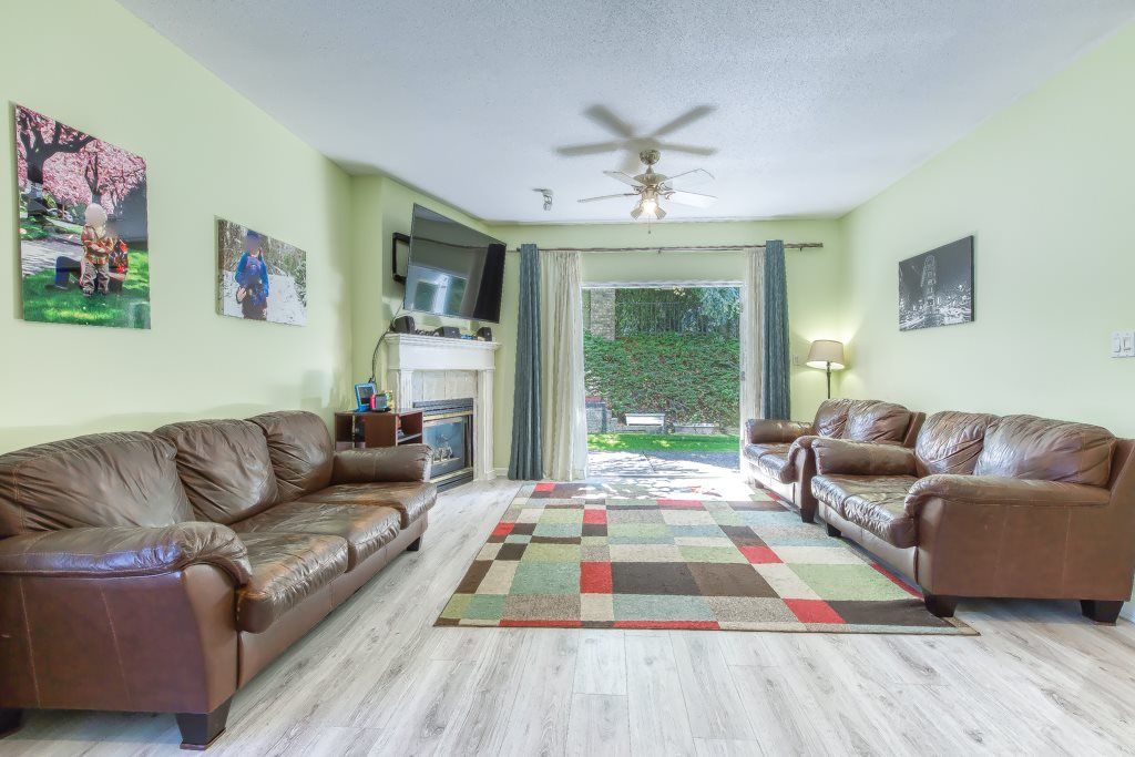 """Photo 2: Photos: 1 21579 88B Avenue in Langley: Walnut Grove Townhouse for sale in """"Carriage Park"""" : MLS®# R2494791"""