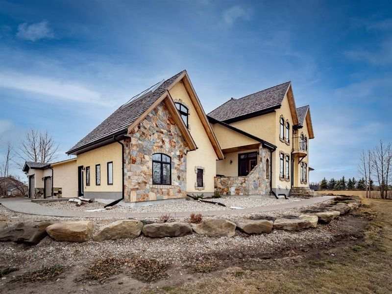 FEATURED LISTING: 50 Norris Coulee Trail Rural Foothills County
