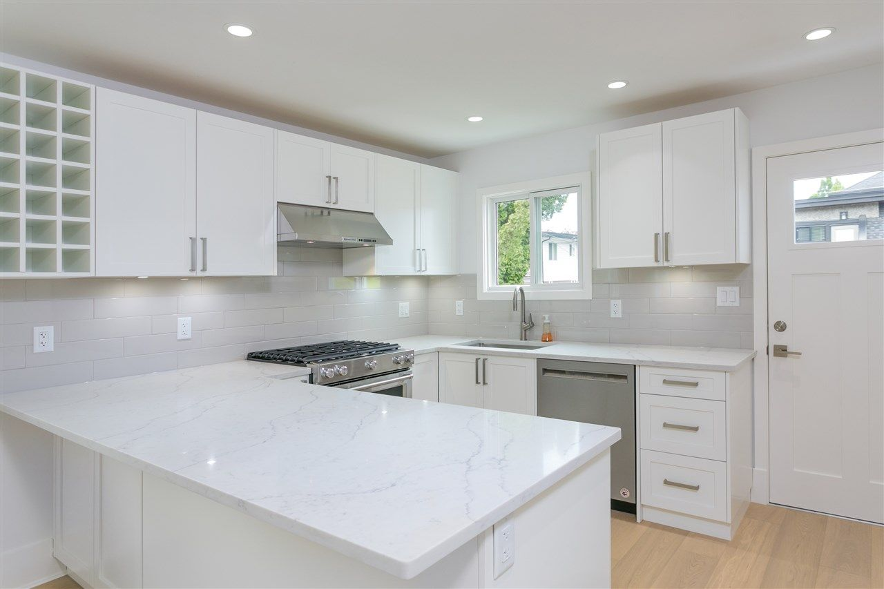Photo 4: Photos: 5051 SHERBROOKE Street in Vancouver: Knight House for sale (Vancouver East)  : MLS®# R2516247