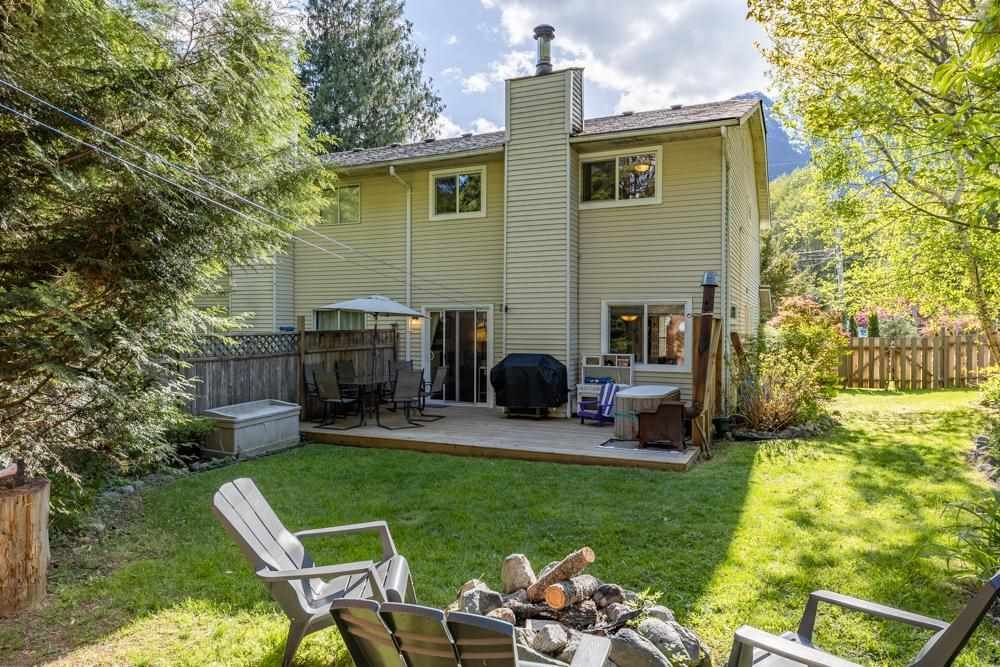 """Main Photo: 41710 GOVERNMENT Road in Squamish: Brackendale 1/2 Duplex for sale in """"Brackendale"""" : MLS®# R2577101"""