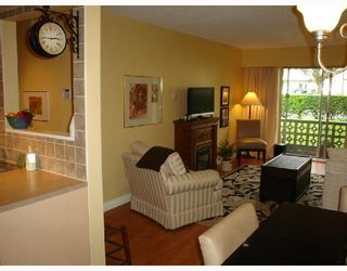 """Photo 2: 101 36 E 14TH Avenue in Vancouver: Mount Pleasant VE Condo for sale in """"ROSEMOUNT MANOR"""" (Vancouver East)  : MLS®# V663023"""