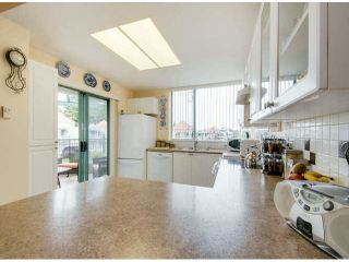 """Photo 7: 404 1785 MARTIN Drive in Surrey: Sunnyside Park Surrey Condo for sale in """"SOUTHWYND"""" (South Surrey White Rock)  : MLS®# F1412611"""