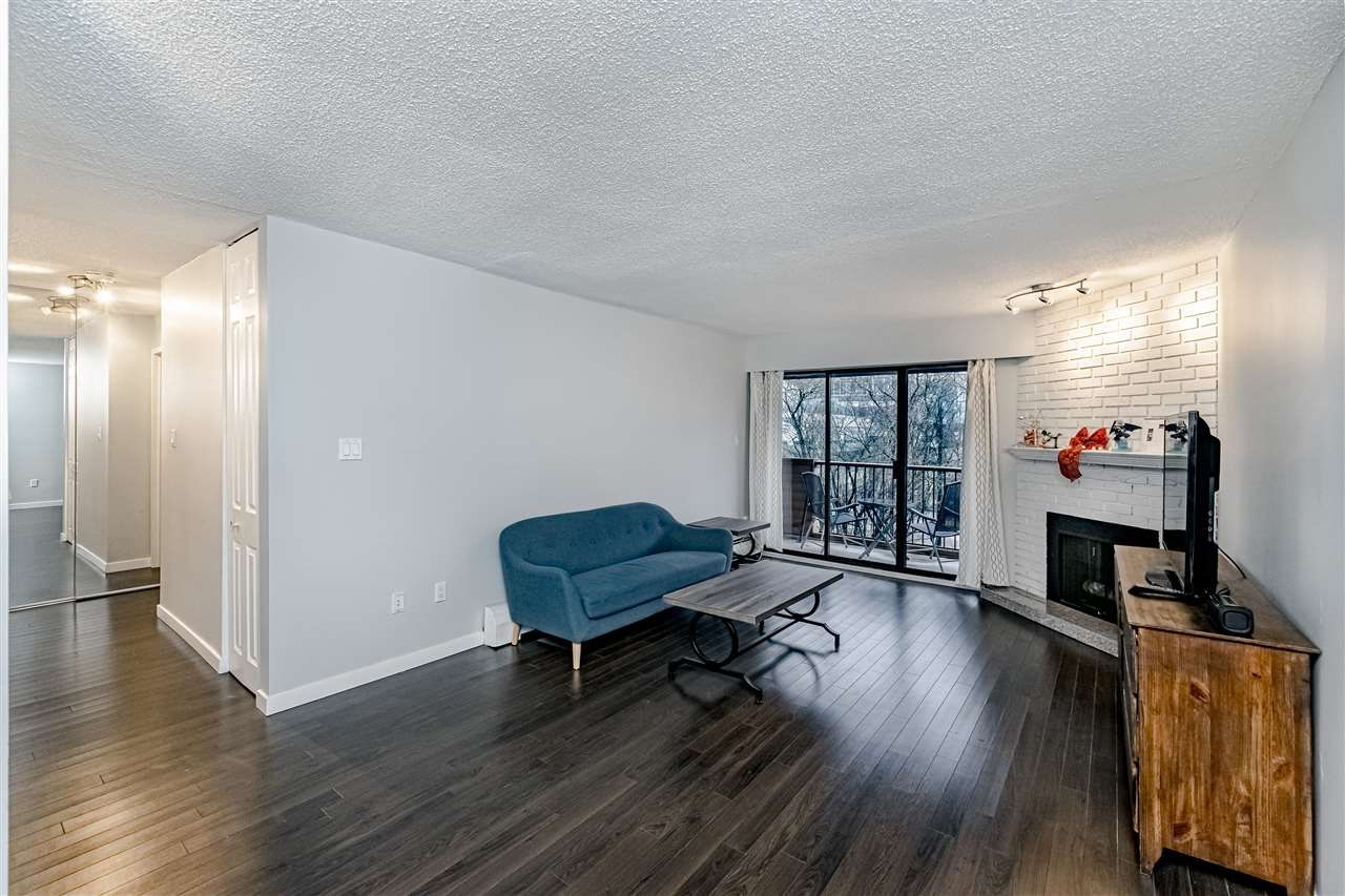 "Main Photo: 305 2299 E 30TH Avenue in Vancouver: Victoria VE Condo for sale in ""TWIN COURT"" (Vancouver East)  : MLS®# R2444580"