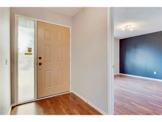 Photo 2: 6120 84 Street NW in Calgary: Silver Springs House for sale : MLS®# C4049555
