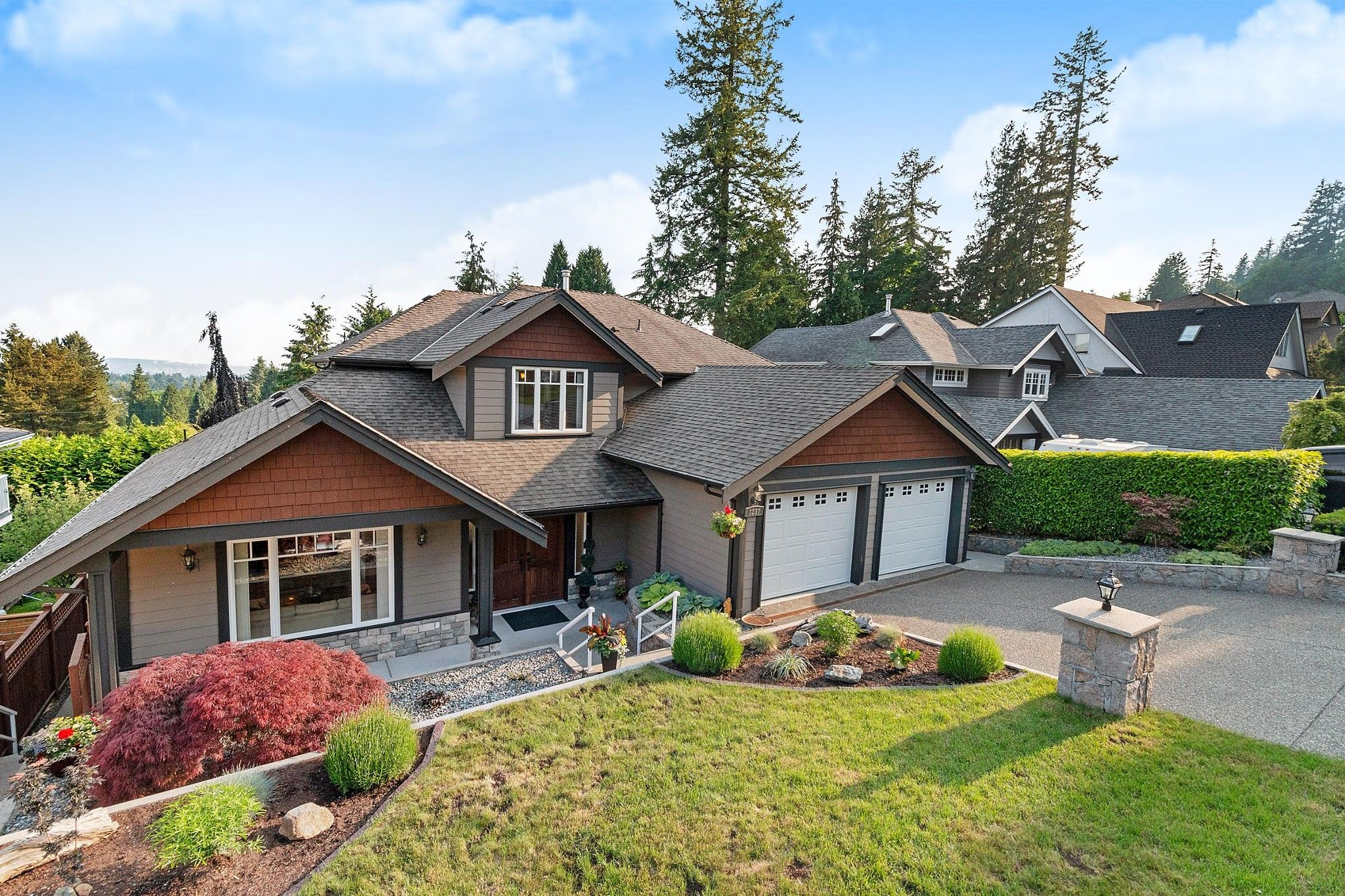 Main Photo: 1237 DYCK Road in North Vancouver: Lynn Valley House for sale : MLS®# R2374868